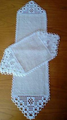 Crochet Table Runner Pattern, Free Crochet Doily Patterns, Crochet Tablecloth, Crochet Designs, Crochet Doilies, Crochet Stitches, Débardeurs Au Crochet, Mode Crochet, Fillet Crochet