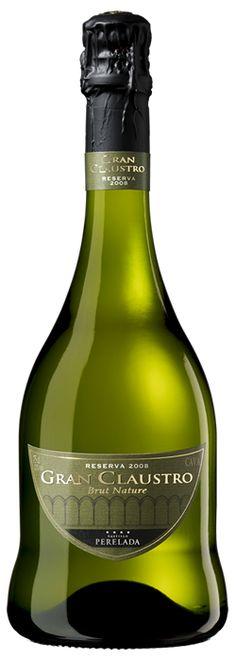 Very intriguing bottle shape! Alcohol Bottles, Glass Bottles, Pinot Noir, Whisky, Unique Wine Glasses, Personalized Wine Glasses, Bottle Packaging, Sparkling Wine, Bottle Design