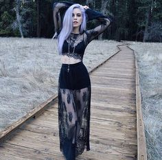 Top Gothic Fashion Tips To Keep You In Style. As trends change, and you age, be willing to alter your style so that you can always look your best. Consistently using good gothic fashion sense can help Gothic Outfits, Edgy Outfits, Mode Outfits, Grunge Outfits, Fashion Outfits, Womens Fashion, Fashion Clothes, Style Fashion, Dark Fashion