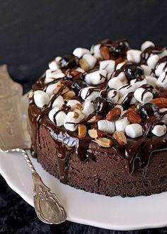 C'est sucré, c'est pas santé, c'est vendredi! Gâteau au fromage chocolat, guimauve, caramel!! (en anglais) #IGA #Recettes #Vendredi