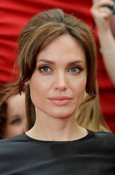 Angelina Jolie - lovely fresh make up and simple ponytail