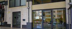 Locale commerciale, anche uso ufficio, su due livelli. Piano terra di circa 25 mq composto da ambiente unico e piccolo deposito, primo piano di circa 30 mq composto da due ambienti e bagno con antibagno.