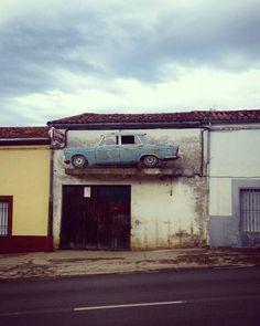 """""""Cosas que llaman la atención #micromachines #houseofcars #tuning #extremadura #mediamitad #car #taller #cartel #publicidad #advertising #carroceria…"""""""