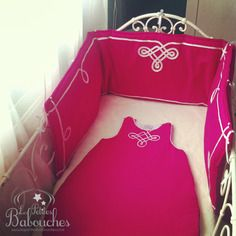 Ensemble gigoteuse et tour de lit gandoura rose fushia