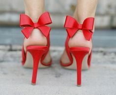 Red bow.. Way cute