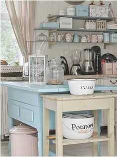 Shabby Chic kitchen-My lake cottage kitchen Cocina Shabby Chic, Shabby Chic Kitchen, Shabby Chic Cottage, Vintage Shabby Chic, Shabby Chic Homes, Country Kitchen, Vintage Kitchen, Kitchen Decor, Kitchen White