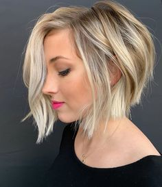 hair inspiration short Want to style short wavy hair like a pro Dont pass by this useful post! Some useful tips amp; inspiring ideas are here for you to find the best wavy hairdo. Short Stacked Bob Haircuts, Short Wavy Hairstyles For Women, Modern Bob Hairstyles, Haircuts For Wavy Hair, Short Hair Cuts, Pixie Haircuts, Medium Hairstyles, Hairstyles Haircuts, Short Bob Thin Hair