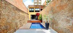 Jardines de estilo minimalista por costa+dos https://www.homify.com.mx/libros_de_ideas/277434/7-ideas-para-que-tu-patio-pequeno-se-vea-fabuloso