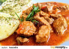 Guláš z krůtího stehna s paprikami a rajčaty recept - TopRecepty.cz New Recipes, Curry, Meat, Chicken, Ethnic Recipes, Nova, Red Peppers, Kochen, Beef