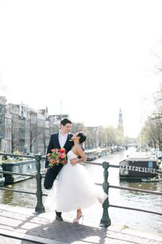 Unielle Couture Tea-lenghts Wedding Dress, Farbenprächtige Bridal-Inspiration in Amsterdam von Mirjam Shah Wedding Guru