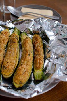 Zucchine ripiene di tonno Clean Recipes, Veggie Recipes, Fish Recipes, Appetizer Recipes, Healthy Recipes, Kitchen Recipes, I Love Food, Healthy Cooking, Soul Food