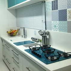 Cozinha; kitchen; azul turquesa; turquoise blue