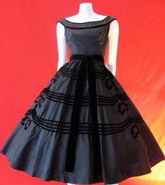 Sigh.  They just don't make them like this anymore! To See more Black VIntage Dresses, Black Vintage Dress visit our Pinterest Board http://www.pinterest.com/stillblondeaaty/black-vintage-dresses/