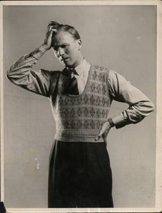 1930's Men high waist vest patterned shirt thinking