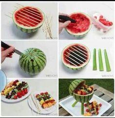 BBQ van meloen en fruitstokjes