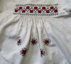 Пухлики. Как пришить рукав Hand Embroidery Dress, Embroidery Motifs, Embroidery Designs, Folk Fashion, Womens Fashion, Palestinian Embroidery, Folk Clothing, Traditional Outfits, Blouse Designs