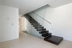 Escadas com Soluções Modernas e de Segurança em Vãos de Escada e Varandas...  http://www.corrimao-inox.com  http://www.facebook.com/corrimaoinoxsp  #escadas #sobrados #pédireitoalto #Corrimãoinox #mármore #granito #decor