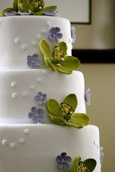 Orchid Wedding Cake #WeddingCakes #Weddings