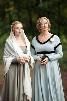 Rebecca Ferguson and Janet McTeer in THE WHITE QUEEN (2013)