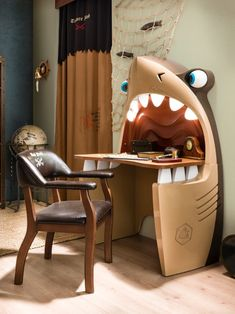 shark desk. pirate style. #kidsroom.