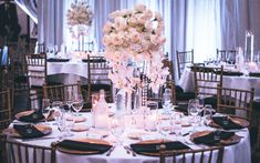Elegant acrylic crystal Beautiful Centerpieces Flower Stand for Wedding Table Decoration Best Wedding Venues, Budget Wedding, Wedding Trends, Wedding Table, Wedding Blog, Wedding Reception, Dream Wedding, Reception Ideas, Wedding Ideas