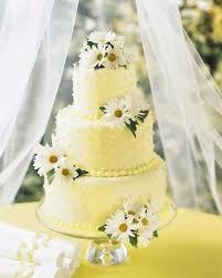 Daisy wedding cake. Source: My Wedding Flower Ideas #weddingcakes #daisies
