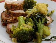 Filet mignon suíno brócolis e couve flor . Simples e gostoso . Para mais 23 receitas low-carb grátis acesse o link da minha bio ( http://ift.tt/29YBk7P ) . . #senhortanquinho #paleo #paleobrasil #primal #lowcarb #lchf #semgluten #semlactose #cetogenica #keto #atkins #dieta #emagrecer #vidalowcarb #paleobr #comidadeverdade #saude #fit #fitness #estilodevida #lowcarbdieta #menoscarboidratos #baixocarbo #dietalchf #lchbrasil #dietalowcarb