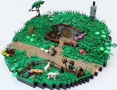 There's nothing like a massive LEGO diorama to prove that you've arrived as a LEGO builder. The LEGO dioramas we feature here span everything from realistic medieval castles to scenes from World War II, and more than a few post-apocalyptic wastelands. Lego Der Hobbit, O Hobbit, Hobbit Hole, Lego Film, Lego Design, Lego Ninjago, Chateau Lego, La Grande Aventure Lego, Niklas