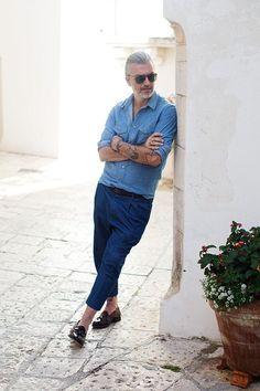 デニムシャツ,ブルースラックス,メンズコーデ
