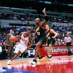 Derek Anderson #1 of the Los Angeles Clippers drives to the basket against Vin Baker #42 of the Seattle Supersonics on December 12, 2000 at Staples Center in Los Angeles, CA.