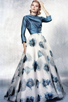 Grace Kelly luv her and that dress so stylish