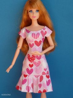Dress for Barbie doll por Kosucas en Etsy Sewing Barbie Clothes, Barbie Sewing Patterns, Doll Clothes Patterns, Clothing Patterns, Lucy Fashion, Fashion Dolls, Barbie Dress, Barbie Doll, Barbie Hairstyle