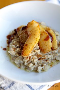 Gluten-free Oatmeal with Spiced Pears