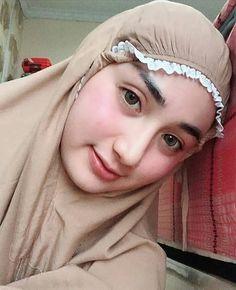 Beautiful Hijaber Makes Happiness - senyum si gadis Beautiful Muslim Women, Beautiful Girl Image, Beautiful Hijab, Hijabi Girl, Girl Hijab, Beauty Full Girl, Beauty Women, Hijab Evening Dress, Simple Hijab