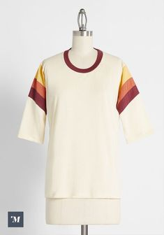 Cool Summer Outfits, Cool Outfits, 1970s Style Clothing, Casual Tops, Casual Wear, Donna Pinciotti, Jeans And Sneakers, Summer Tops, Cute Shirts