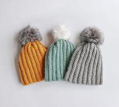 Crochet Beginner Winter Hat Pattern – Knitting For Beginners Crochet Hat For Beginners, Beginner Crochet Projects, Knitted Hats, Crochet Hats, Slouch Hats, Free Crochet, Crochet Geek, Crochet Clothes, Crochet Ideas