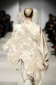 Vilte, shown during Paris Fashion Week March 2011 as part of the couture collection of Josephus Thimister. Fashion Week Paris, White Fashion, Fashion Art, Fashion Design, Textiles, Nuno Felting, Fabric Manipulation, Couture Collection, Costume