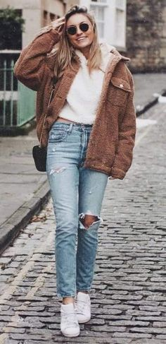 150 Fall Outfits to Shop Now Vol. 4 / 086 #Fall #Outfits 2018 Brown Jacket Outfit, Cozy Winter Outfits, Outfit Winter, Cool Outfits, Fashion Outfits, Latest Outfits, Fashion Pics, Fall Outfits 2018, Jeans And Sneakers