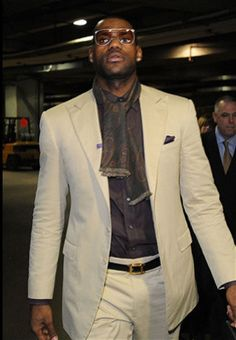 NBA Basketball star The King Lebron James Nba Fashion, Mens Fashion, King Lebron James, King James, Nike Tights, Nike Design, Nike Windbreaker, Nike Workout, Suit And Tie