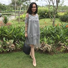 new ideas for dress brokat hamil Dress Brukat, Batik Dress, Lace Dress, Hijab Dress, Dress Red, Red Wedding Dresses, Bridal Dresses, Bridesmaid Dresses, Model Dress Kebaya