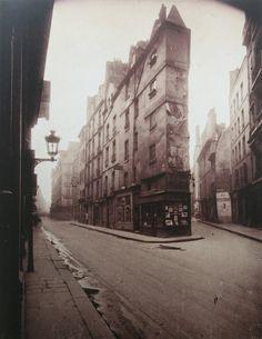 Eugène Atget - Un coin, Rue de Seine, 1924.et rue de l'Echaudé