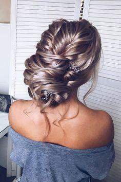 Unique Updo hairstyle | fabmood.com #hairstyle #braids #braidedupdo #updoideas #bridehair #weddinghairstyles