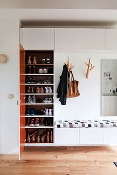 Hodnik Best Built In Wardrobe Closet Shoe Racks Ideas Shower Enclosures are all the rage Liv Shoe Rack Closet, Diy Shoe Rack, Wardrobe Closet, Built In Wardrobe, Shoe Racks, Garderobe Design, Built In Cupboards, Hall Furniture, Hallway Storage