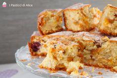 La Torta Morbida alla Frutta è un dolce ideale per la colazione e la merenda! Umida all'interno e molto golosa!