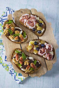 Le mie bruschette dolci e salate senza glutine sono a base di fichi, uva, formaggi saporiti e altri ingredienti che ti conquisteranno senza dubbio!