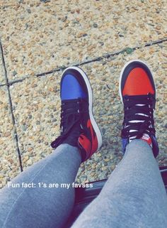 [ p i n t e r e s t ] : wavykiara Jordan Shoes Girls, Girls Shoes, Cute Sneakers, Shoes Sneakers, Foto Casual, Hype Shoes, Fresh Shoes, Sneaker Heels, Custom Shoes