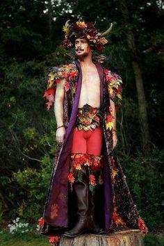 A Midsummer Night's Dream character, Oberon. New York Renaissance Faire. Fashion Art, Fashion Show, Faerie Costume, Male Fairy, Grandeur Nature, Renaissance Fair, Renaissance Festival Costumes, Midsummer Nights Dream, Fairy Dress
