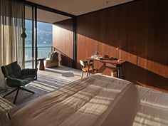 Il Sereno is the newest luxury Hotel in Lake Como. Exquisite views, amazing scenery and more, Il Sereno provides amazing images of Lake Como. Patricia Urquiola, Lobby Do Hotel, Luxury Bedroom Design, Leading Hotels, Suites, Lake Como, Apartment Interior, Luxurious Bedrooms, Guest Room