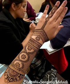 Henna Tattoo - ancient art for temporary skin ornamentation with plant color - Tattoo Ideas & Trends Henna Hand Designs, Unique Mehndi Designs, Beautiful Henna Designs, Arabic Mehndi Designs, Bridal Mehndi Designs, Henna Tattoo Designs, Bridal Henna, Tattoo Ideas, Mehndi Tattoo