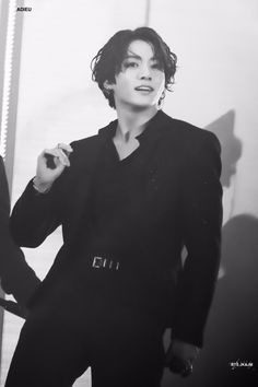 I don't even really like bts like that but jungkook with the long hair is a masterpiece Foto Jungkook, Foto Bts, Kookie Bts, Jungkook Oppa, Bts Bangtan Boy, Jungkook Smile, Jungkook Funny, Jung Kook, Busan